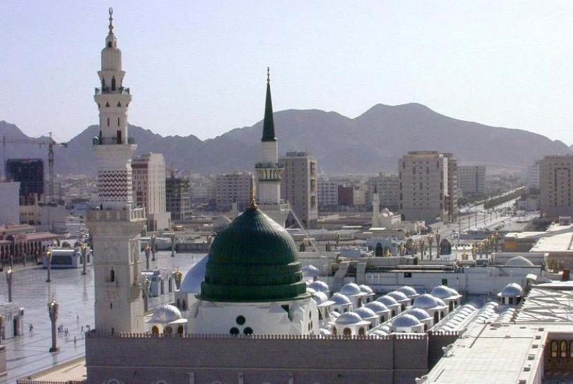 Kubah Masjid Nabawi di Madinah, Arab Saudi.