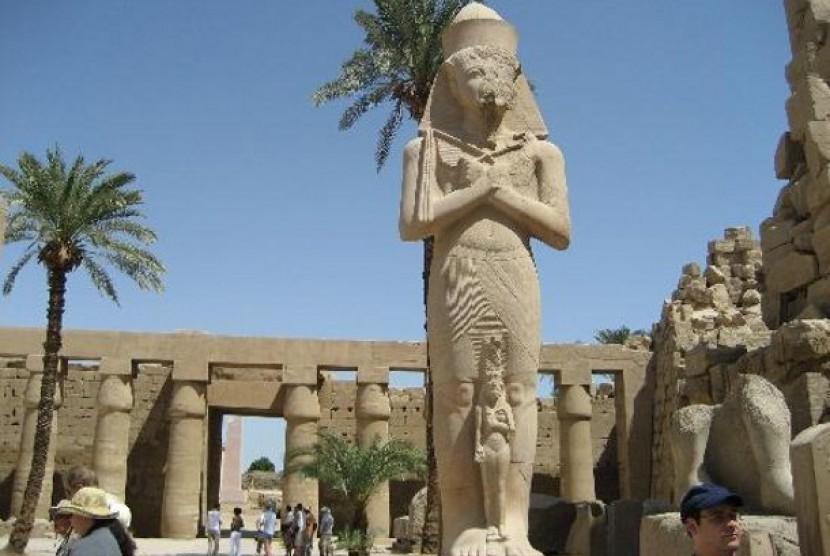 Kuil Luxor, salah satu tujuan wisata di Mesir.