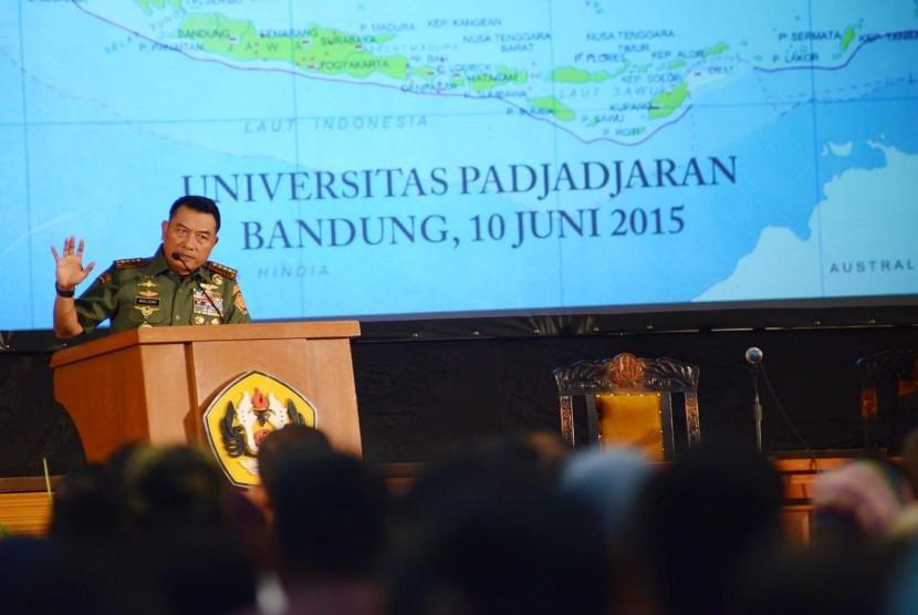 Kuliah umum Panglima TNI RI Jenderal TNI Moeldoko, di Universitas Padjadjaran (Unpad), Kota Bandung, Rabu (10/6). (Republika/Edi Yusuf)