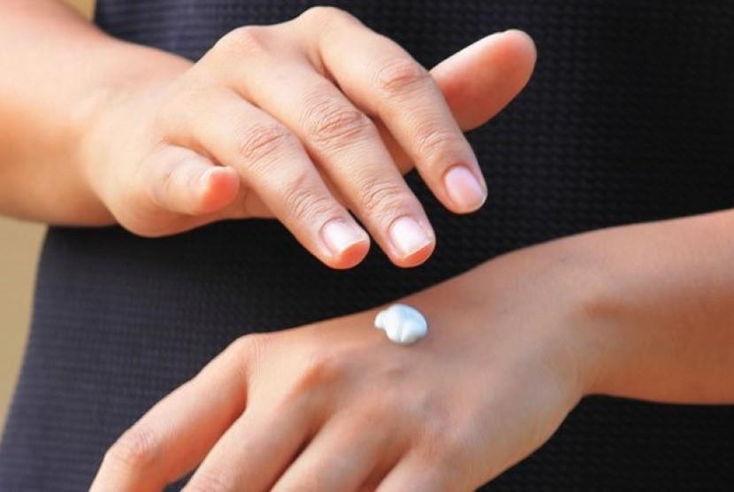 Sinar biru bisa menembus ke lapisan terdalam kulit dan merusak kolagen.