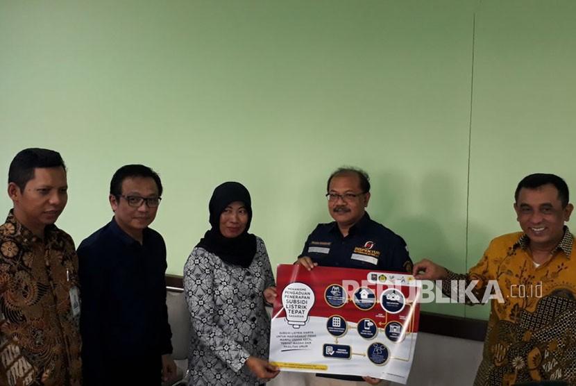 Kunjungan Kepala Divisi Niaga PLN Yudi Setyo Wicaksono untuk mengecek uji petik sampel pelanggan penerima subsidi listrik di Kecamatan Kalasan, Jum'at (27/4).