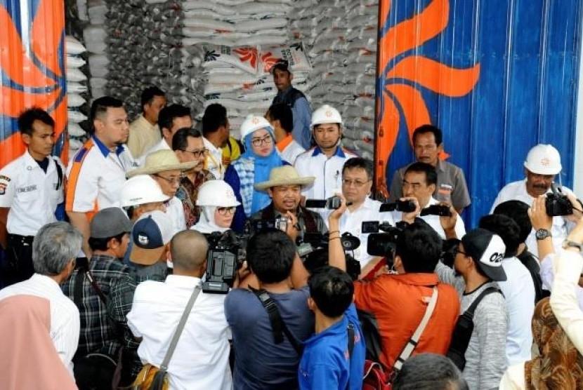Kunjungan kerja Komisi IV DPR ke Bulog Kabupaten Lebak, (1/3).