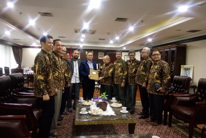 Kunjungan pengurus Asosiasi Penyelenggara Perguruan Tinggi Indonesia (APPERTI) ke Ketua MPR RI.