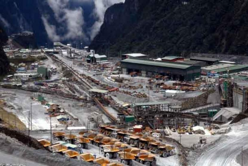 Ladang tambang terbuka yang dikelola PT Freeport Indonesia di Grasberg, Tembagapura, Timika, Papua.