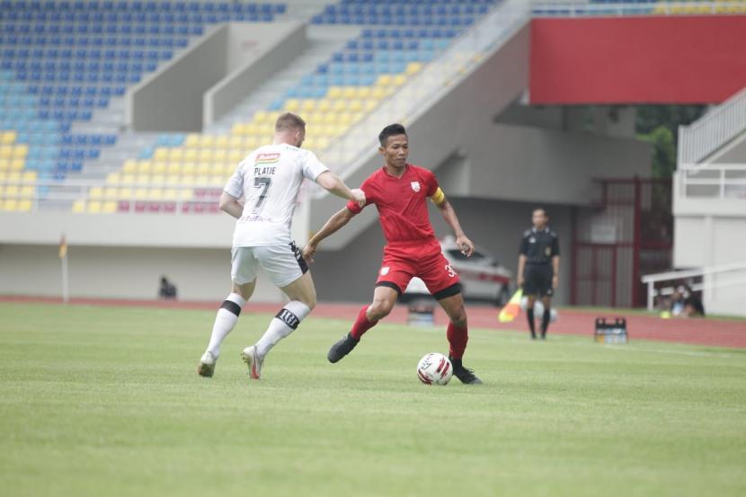 Laga persahabatan Persis Solo vs Bali United di Stadion Manaharan (ilustrasi).