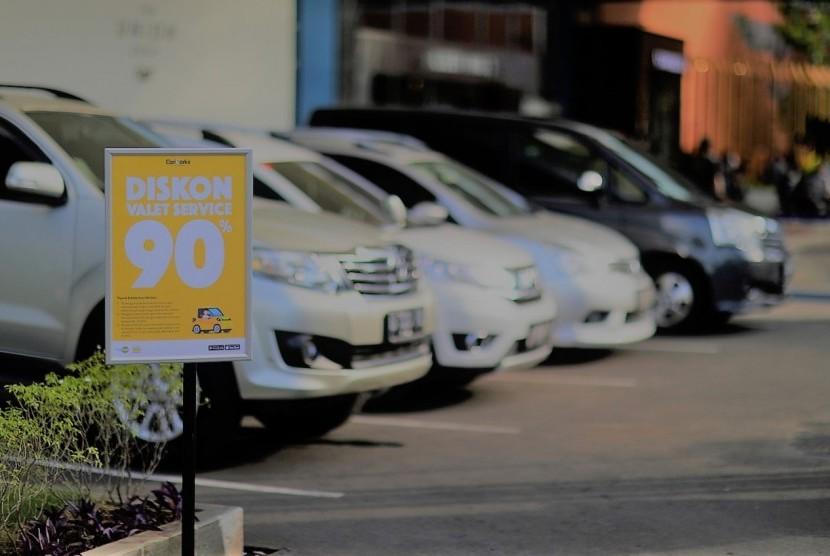 Lahan yang terbatas kini telah membuat parkir kendaraan menjadi persoalan serius.