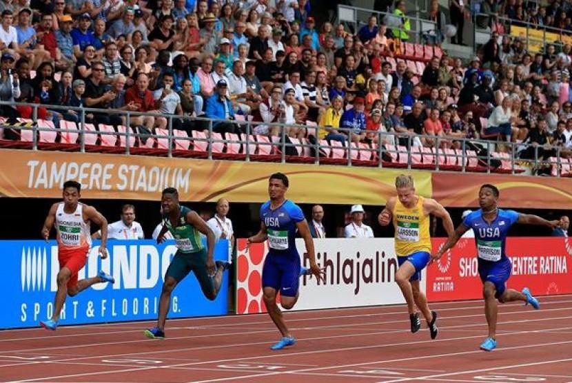 Lalu Muhammad Zohri (paling kiri) saat berlaga di nomor 100 meter putra Kejuaraan Dunia U-20, di Finlandia, Rabu (11/7).