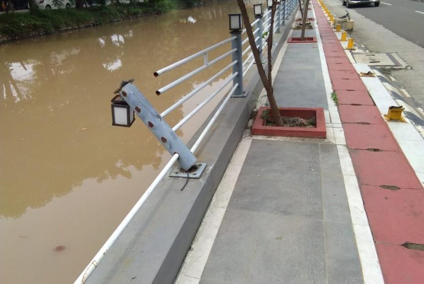 Lampu Pedestrian Di Jalan Rawa Tembaga Sebagian Hilang Republika Online