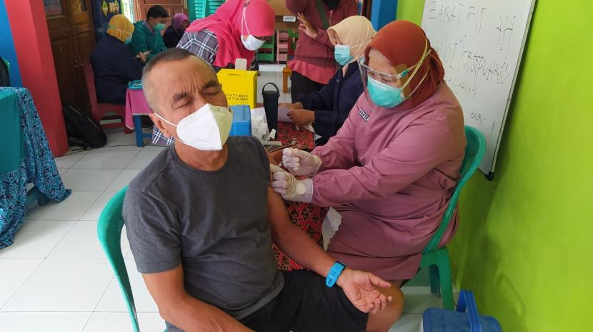 Besok, Kota Cirebon Gelar Vaksinasi Massal (ilustrasi).
