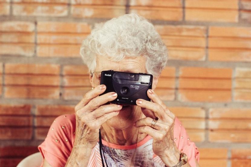 Para ahli mengatakan, lansia harus menghindari kebiasaan buruk yang umum dilakukan tetapi sering kali saran ini diabaikan.