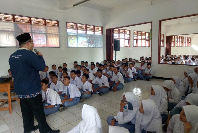 Latihan Dasar Kepemimpinan Siswa (LDKS) yang digelar SMKN 4 Kota Bogor.