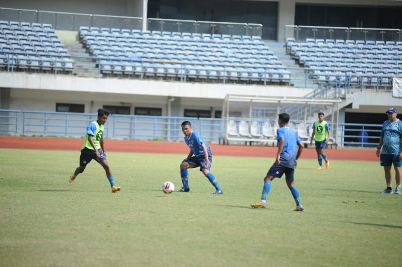 Latihan Persib Bandung di Stadion Gelora Bandung Lautan Api, Kota Bandung, Rabu (9/6).
