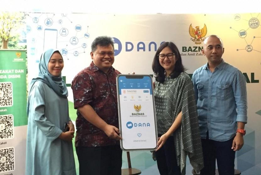 Launching Kerja sama Baznas dengan Dana di Kedai Pelangi, Jakarta Pusat, Rabu (15/5).