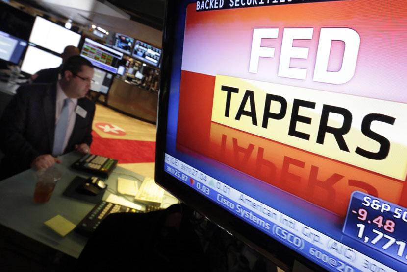 Ilustrasi layar monitor di lantai Bursa New York, berisi pengumuman kebijakan Bank sentral AS atau The Federal Reserve (Fed).