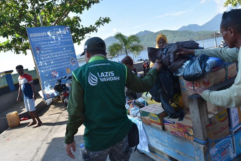 LAZIS Wahdah dan Wahdah Peduli bersama tim Gabungan TNI, POLRI, TAGANA, BNPB dan NGO yang tergabung dalam FOZ melakukan penyisiran dan Assessment ke seluruh area pesisi Kecamatan Gane luar, Gane Dalam dan Gane Barat serta ke Pulau Obi utk selanjutnya memetakan dalam pembagian Distribusi Logistik dan pelayanan Medis untuk para Korban Gempa.