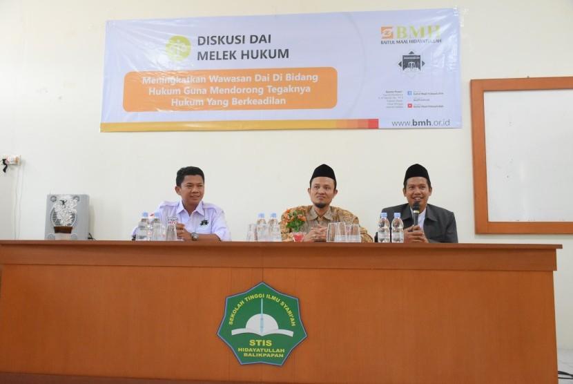 Laznas  Baitul Maal Hidayatullah (BMH) dan LBH Hidayatulah mengadakan diskusi dai melek hukum.