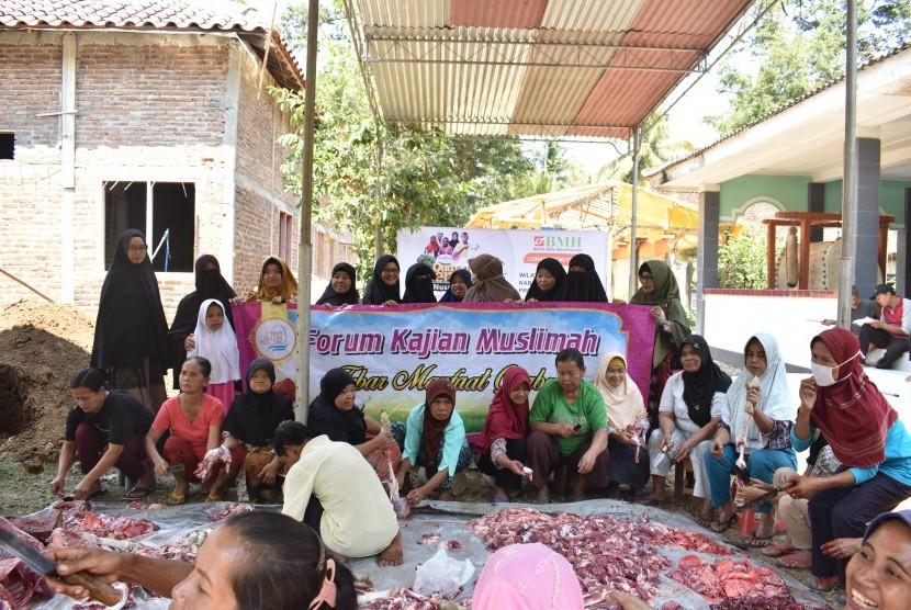 Laznas BMH dan Forum Kajian Muslimah (FKM) bersinergi menyalurkan hewan kurban kepada msayarakat Kulonprogo, Yogyakarta.
