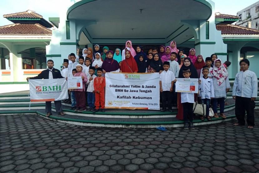Laznas BMH Jawa Tengah menggelar acara santunan kepada anak yatim dan janda tangguh.