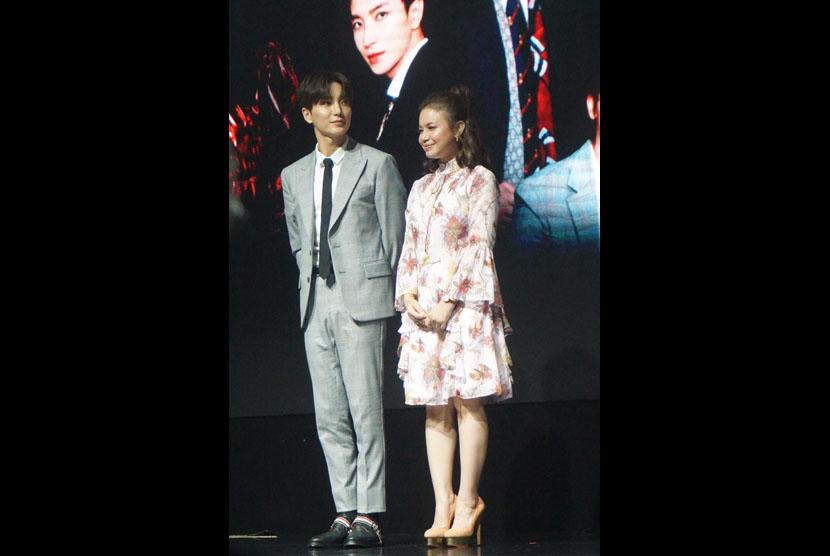 Leader Super Junior Leeteuk umunkan akan berkolaborasi degan penyanyi Rossa, Kamis, (21/2).