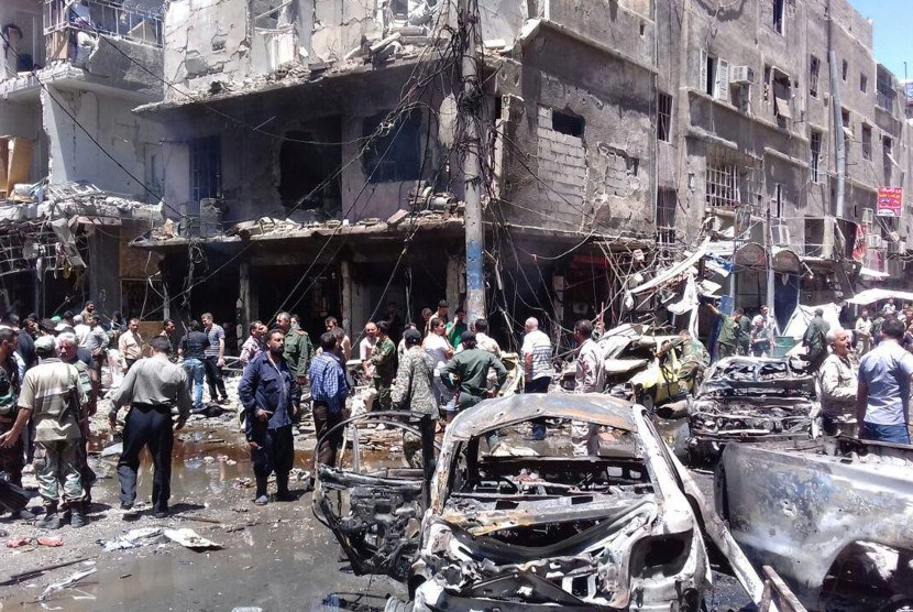 Ledakan bom mobil di pinggiran Damaskus terjadi Sabtu (11/6) dan menewaskan 12 orang.