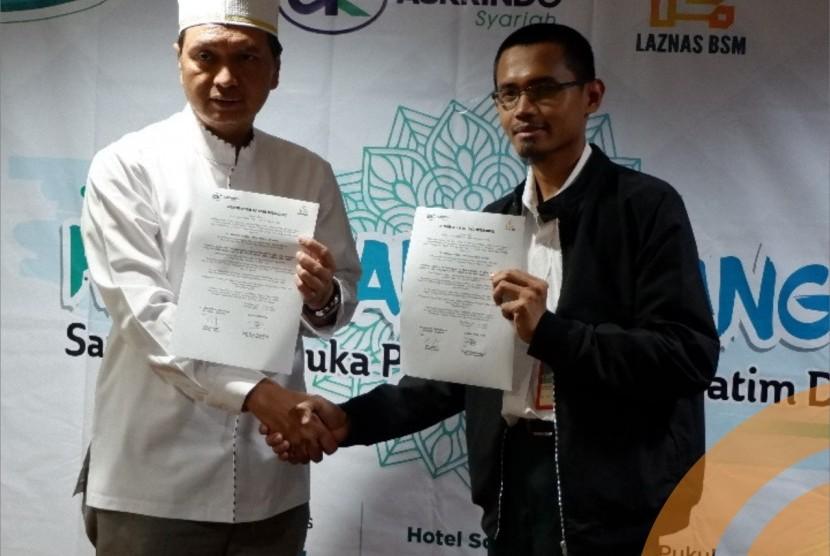 Lembaga Amil Zakat Nasional (Laznas) BSM Umat menghimpun dana zakat karyawan dari PT Jaminan Pembiayaan Askrindo Syariah.