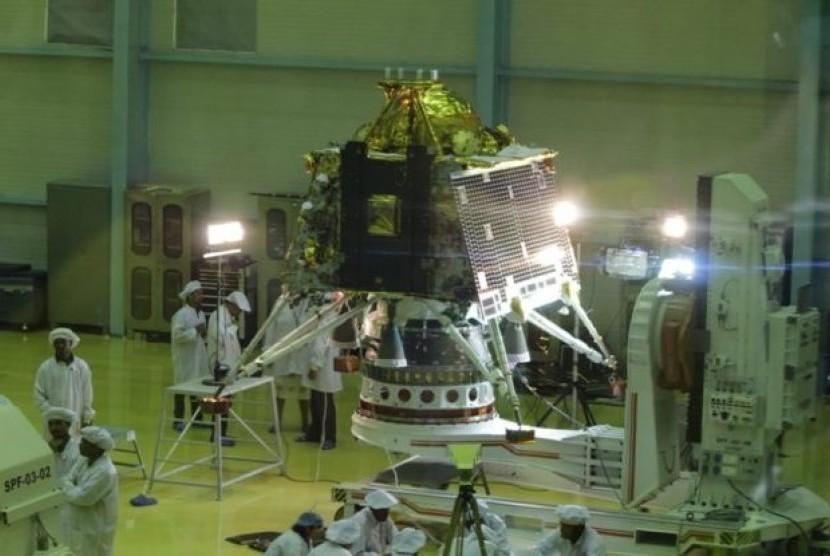 Lembaga Luar Angkasa India memperkenalkan pesawat luar angkasa terbaru untuk misi kedua ke bulan dalam misi Chandrayaan-2.