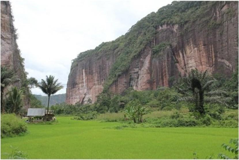 Lembah Harau di Sumatra Barat, Indonesia yang menjadi salah satu lembah paling indah di dunia