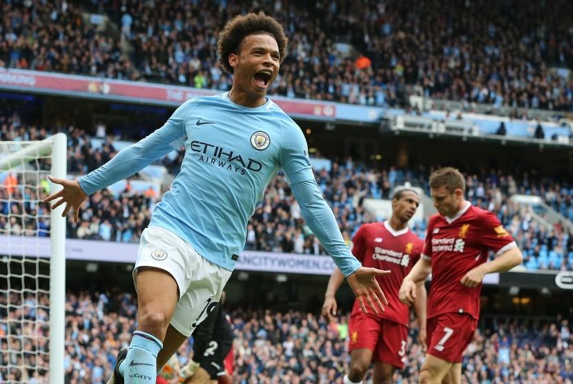Leroy Sane merayakan gol ke gawang Liverpool.