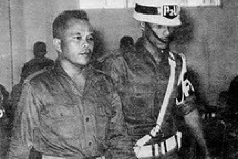 Dekrit Misterius Letkol Untung | Republika Online
