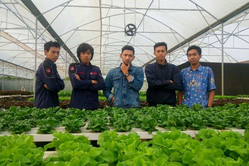 Lima mahasiswa IPB pencipta teknologi penyemai benih.