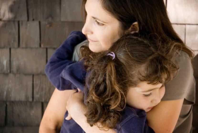 Lindungi dan pastikan anak membawa masalah mereka kepada orangtua tanpa khawatir dihukum atau dikritik
