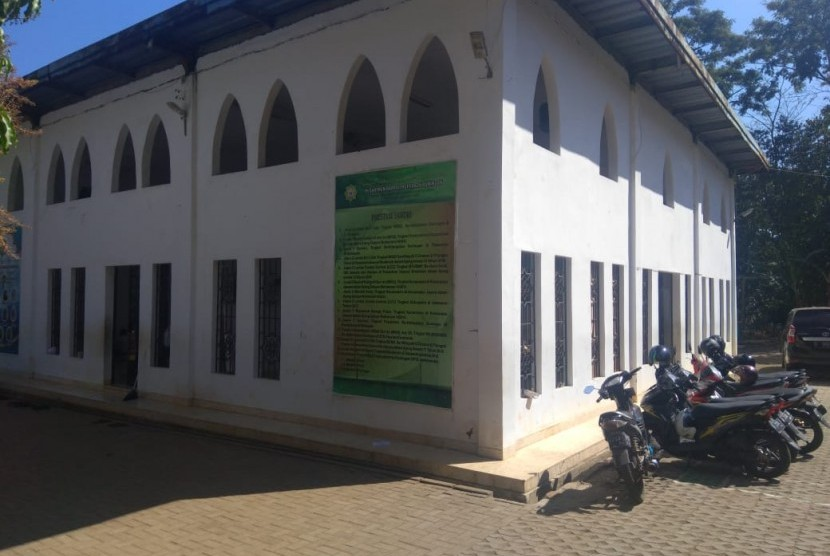 Lingkungan Pondok Pesantren Daarul Huffaazh Di Desa Gara Tengah, Japara, Kuningan.