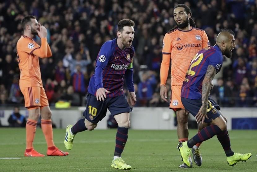 Lionel Messi (kedua kiri).