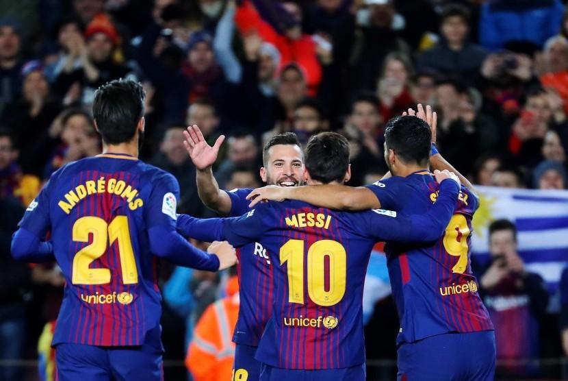 Lionel Messi melakukan selebrasi bersama rekan setimnya.