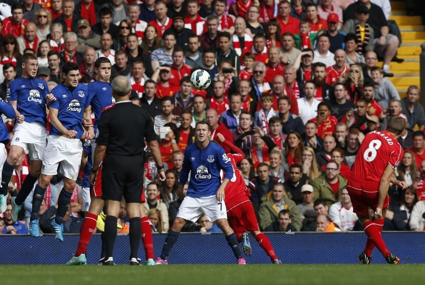 Liverpool's Steven Gerrard (8) scores a goal against Everton during their English Premier League soccer match at Anfield in Liverpool, northern England September 27, 2014.