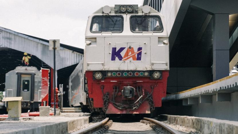 Logo baru KAI. PT KAI (Persero) Daop 2 mengoperasikan kembali KA lokal.