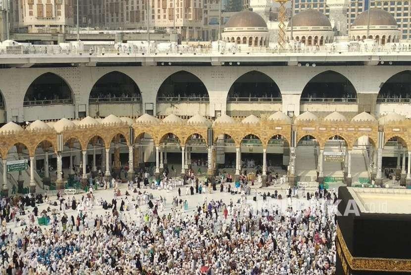 Lokasi di antara Gerbang Malik Abdulaziz dan Gerbang Malik Fahd di Masjidil Haram, Makkah, Ahad (2/9). Disekitar wilayah itu malaikat Jibril disebut menambatkan Buraq sebelum bertolak dengan Rasulullah menjalani Isra Mi'raj.