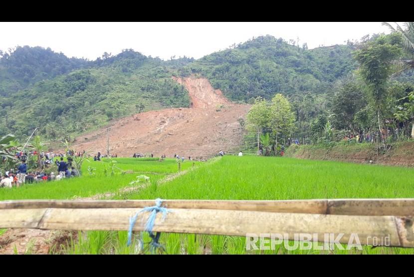 Lokasi longsor di Kampung Cimapag Desa Sinaresmi Kecamatan Cisolok Kabupaten Sukabumi Selasa (1/1).