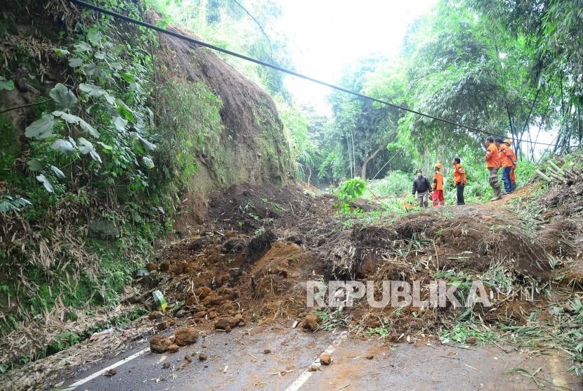 Jalur Wisata Kolonel Masturi Bandung Barat Rawan Kecelakaan