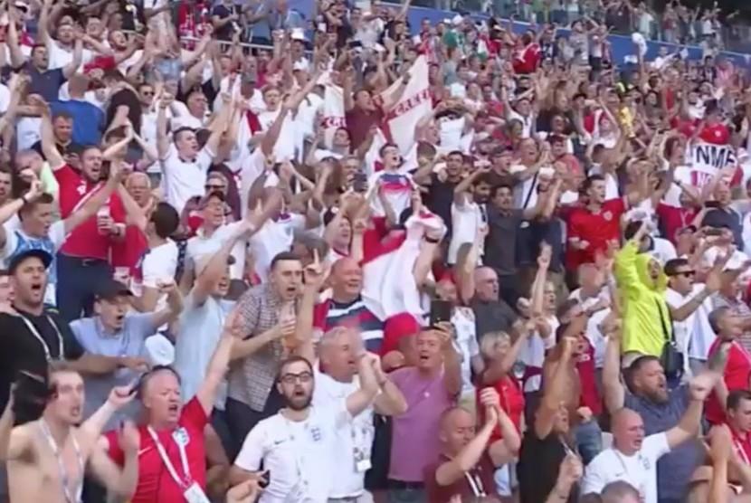 Luapan kegembiraan suporter Inggris saat pasukan Tiga Singa memastikan diri melaju ke babak semifinal Piala Dunia 2018, Rusia.