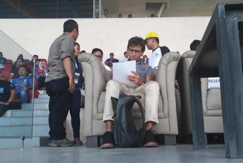 Luis Milla Aspas di Stadion Si Jalak Harupat, Bandung, Kamis (21/9).