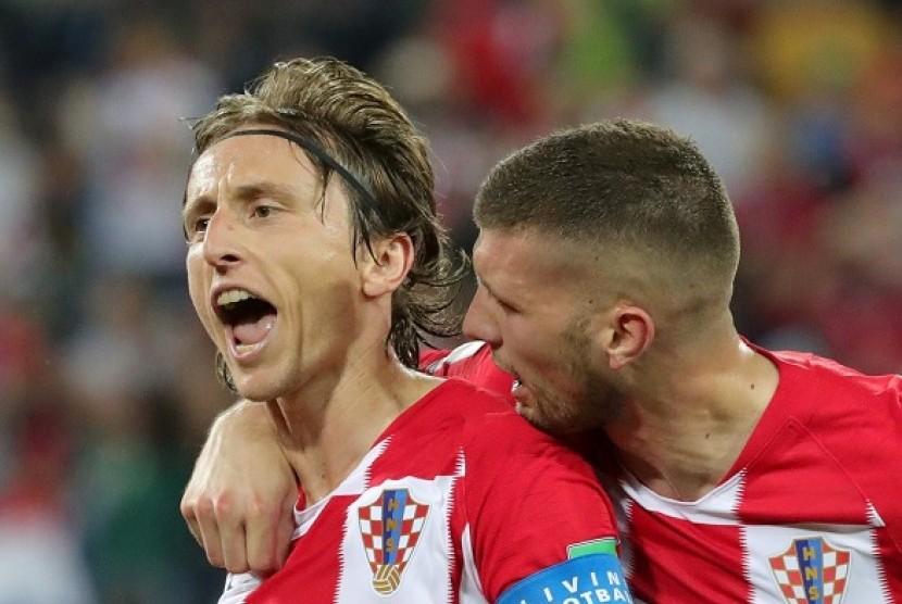 Luka Modric (kiri)