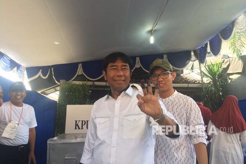 Lulung menyoblos di TPS 46, Sukabumi Utara, Kebon Jeruk, Jakbar