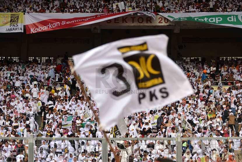 Ratusan ribu kader dan simpatisan Partai Keadilan Sejahtera (PKS) menghadiri kampanye terbuka di Gelora Bung Karno (GBK), Jakarta, Ahad (16/3). (Republika/Agung Supriyanto)