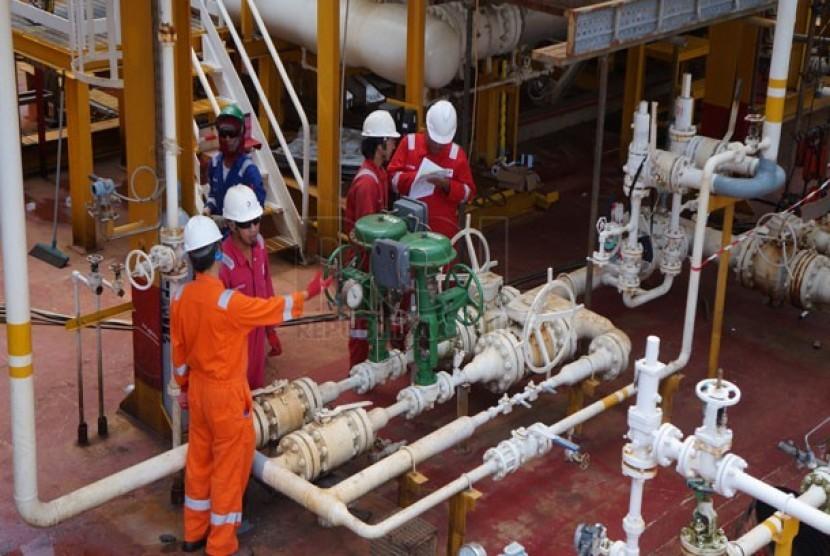 Aktivitas para pekerja di ladang minyak dan gas (migas). (ilustrasi)