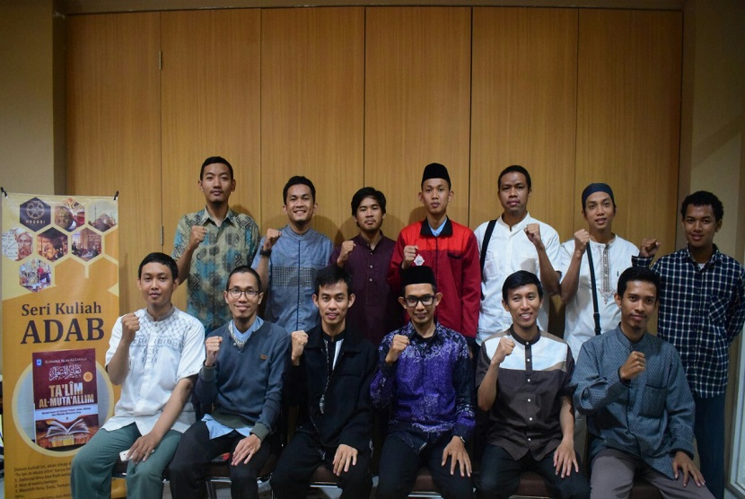 Madani Institute (Center For Islamic Studies) sebagai lembaga independen yang fokus pada Kajian Intelektual Islam, Pemikiran dan Peradaban resmi dilaunching, bertempat di Aula lantai 3 Warung Bakso Mas Cingkrang Pettarani Makassar, Sabtu (22/6).