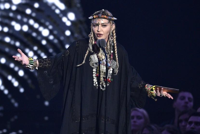Madonna saat tampil di MTV Video Music Awards di Radio City Music Hall di New York, 20 Agustus 2018.