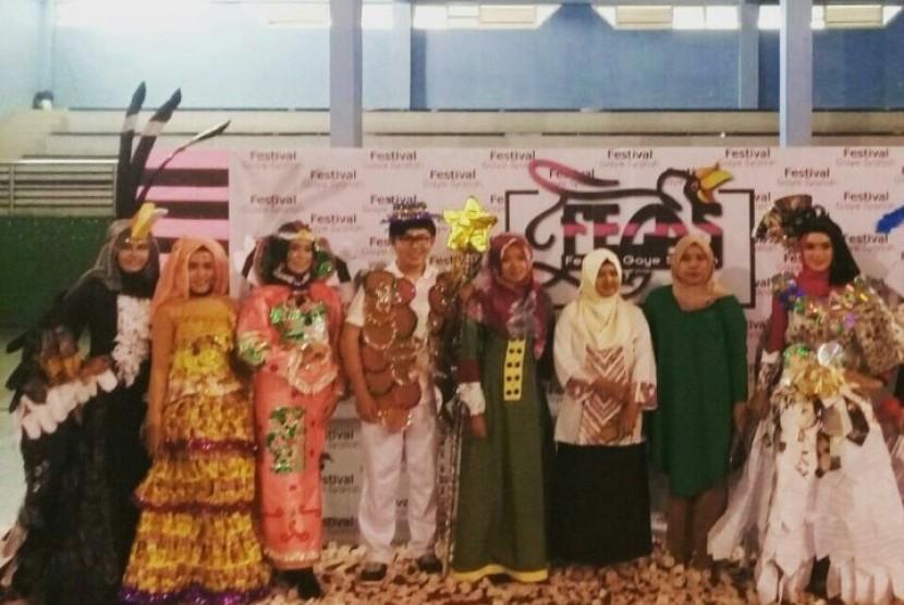 Mahasiswa AMIK BSI Pontianak menjuarai Festival Costume Creative 2017.