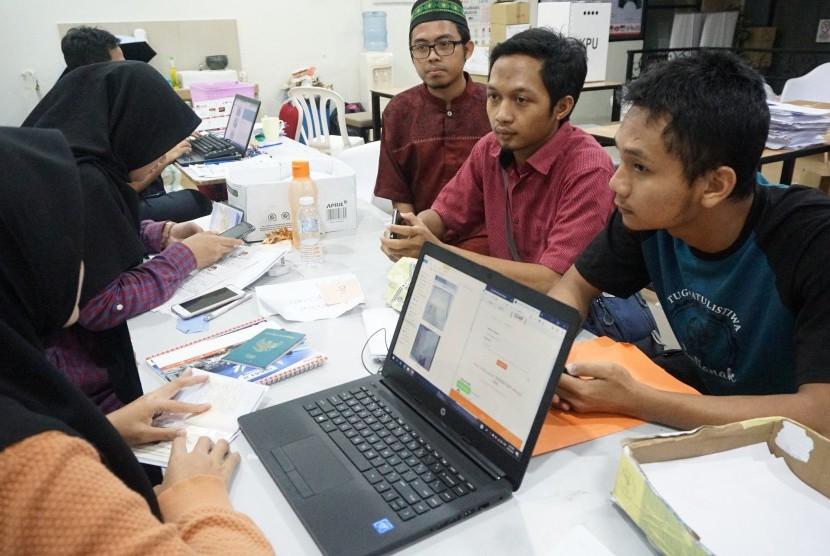 Mahasiswa asal Indonesia yang belajar di Islamic International University Malaysia (IIUM) mendaftarkan diri sebagai pemilih Pemilu 2019 di Kantor Panitia Pemilihan Luar Negeri (PPLN) Kuala Lumpur.