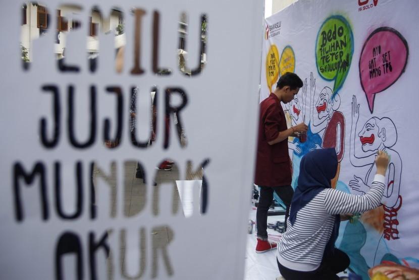 Mural Pemilu Demokrasi di kawasan Pasar Gede, Solo, Jawa Tengah.